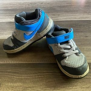 Boys Nike Sneakers Size 8c - Free w/ purchase of 2
